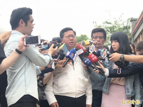 桃園市長鄭文燦受訪宣示,全市盤點敬鵬這類型危險毒化場所。(記者李容萍攝)