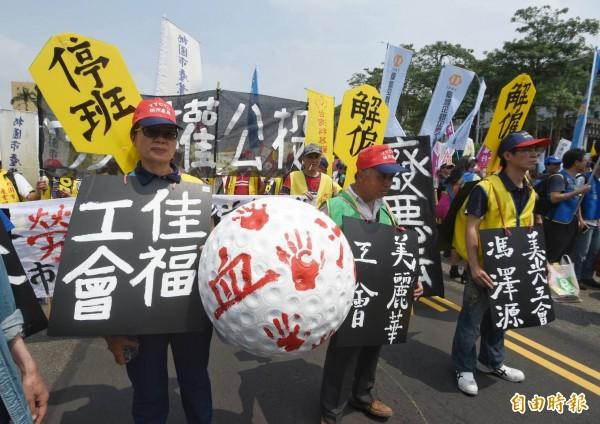 「五一行動聯盟」發起「勞工大遊行」。(記者方賓照攝)