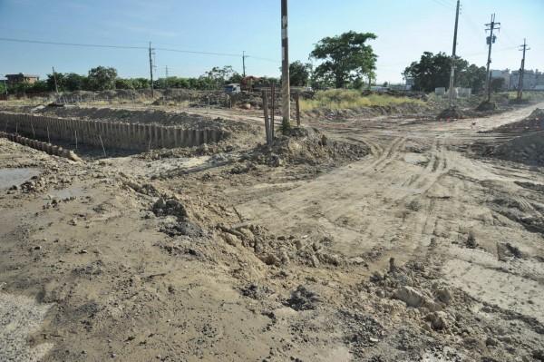 高市岡山區第87期市地重劃開發案正全力趕工,力拼10月底提前完工。(高雄市政府提供)