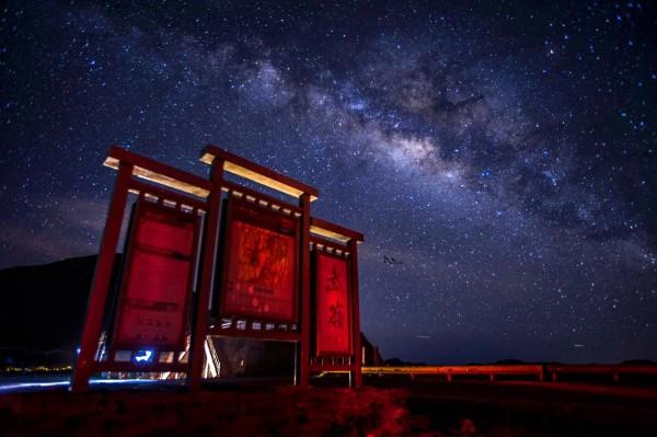 合歡山武嶺拍出的星空。(洪逢彬提供)