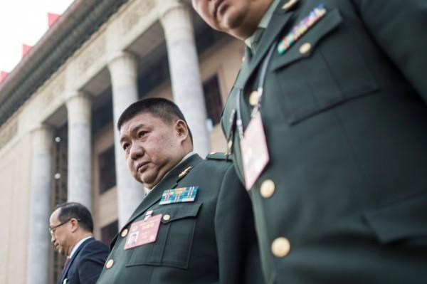 外界傳毛新宇(中)死於北韓車禍,毛家人否認此事。(法新社)