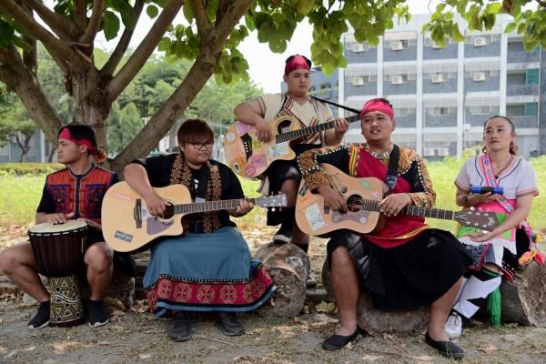 Azua樂團從屏大校園出發,要唱出自己文化的歌。(圖由屏東大學提供)