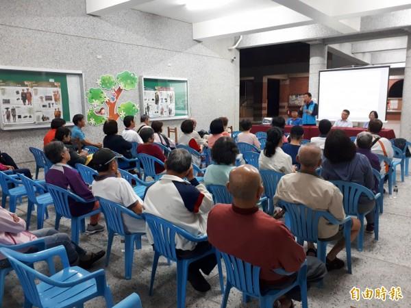 台東市馬蘭社區將展開區域治理,市公所召開說明會向里民說明。(記者黃明堂攝)