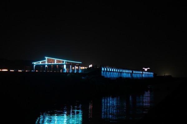 位於深澳漁港港邊、長310公尺的海天景觀步道,於2014年設置,擁有270度超級海景視野。(新北市政府提供)