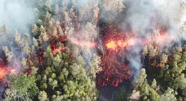 夏威夷的奇勞亞火山於當地時間3日傍晚噴發,當地緊急撤離上萬居民。(圖擷自Jeremiah Osuna《臉書》)