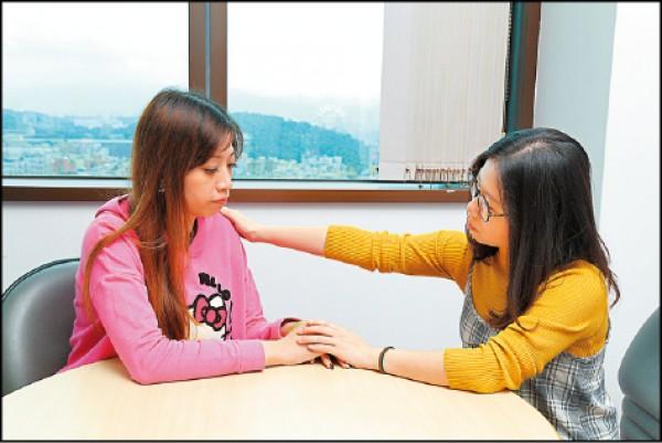 狀況二:高敏感族可找信賴的親友傾吐困擾,以排解負面情緒。(記者陳宇睿/攝影)