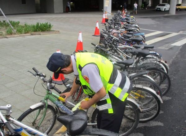 警方取締違停單車。(圖由警方提供)
