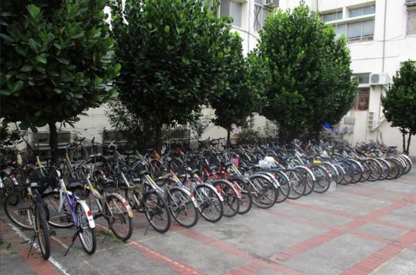 首日就有50多部單車被拖吊至潮州分局保管。(圖由警方提供)