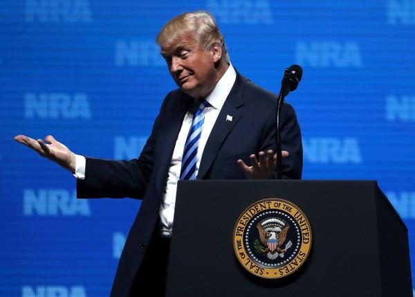 川普於全美步槍協會發表演說,以巴黎恐攻為例強化擁槍正當性。(法新社)