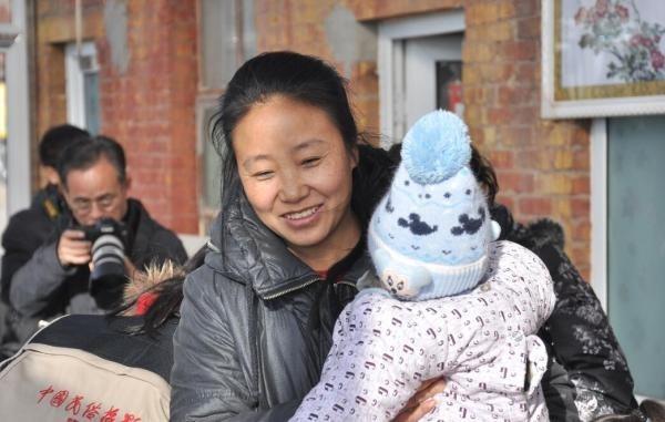 中國河北愛心知名人士李利娟,遭到警方以涉嫌拐賣兒童及勒索逮捕。(圖擷取自網路)