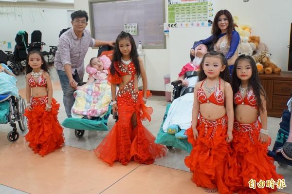 舞蹈老師黃首禎帶著4名小舞者前往斗六創世院,為植物人而舞。(記者詹士弘攝)