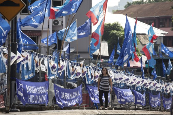 馬來西亞國會大選明(9)日登場,新加坡南洋理工大學的馬來西亞專家卡辛說:「這是馬來西亞多年來最不可測的一場大選。」(彭博)