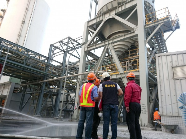 林口電廠操作不當飛灰四散,被環保局重罰。(環保局提供)