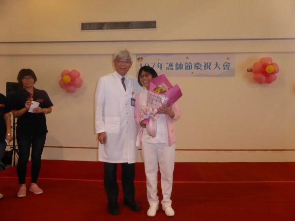 國立陽明大學附設醫院今舉行護師節表揚典禮。(陽大醫院提供)