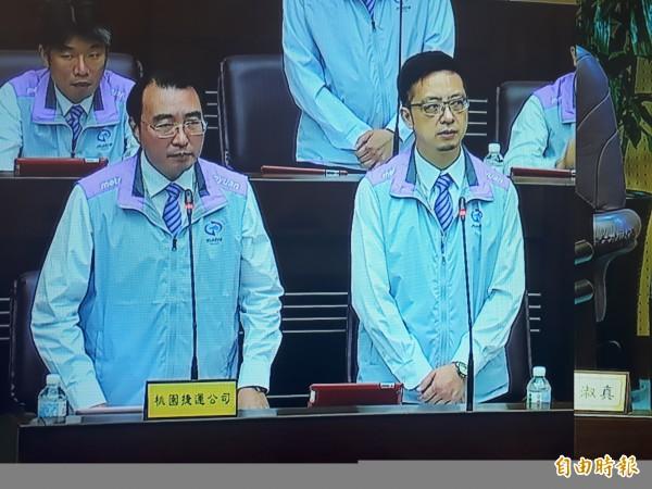 桃捷董事長劉坤億(左)強調,機捷6度跳票,交通部同意以場站效益補償12.87億元。(記者謝武雄攝)
