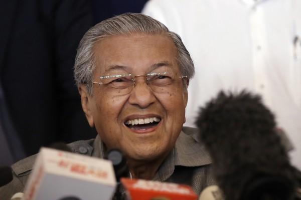 馬哈地在今日的勝選記者會上,表示對中國「一帶一路」政策沒有疑慮,但若有必要仍會與北京重啟談判。(美聯社)