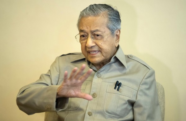 馬來西亞大選結果今天出爐,92歲前首相馬哈地(Mahathir bin Mohamad)為首的在野「希望聯盟」(Pakatan Harapan)獲得國會下議院席次過半。(美聯社資料照)