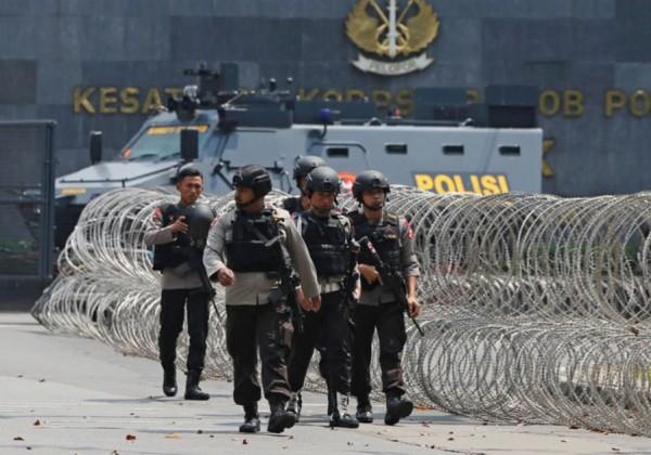 印尼警方在10日上午突擊,150多名囚犯投降。(路透)