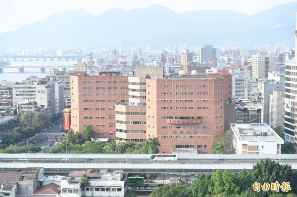 北市衛生局6月起將提供設籍北市的30歲以下女性市民每年1次免費子宮頸抹片檢查服務,圖為台北市立聯合醫院中興院區。(資料照)