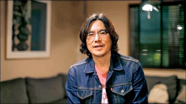 豐川悅司錄製影片問候台粉。(取自網路)