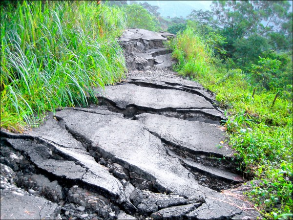 八八風災後,北大武山道路柔腸寸斷。 (楊天攢提供)