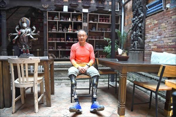 夏伯渝一九七五年攀登聖母峰時失去雙腿。(法新社檔案照)