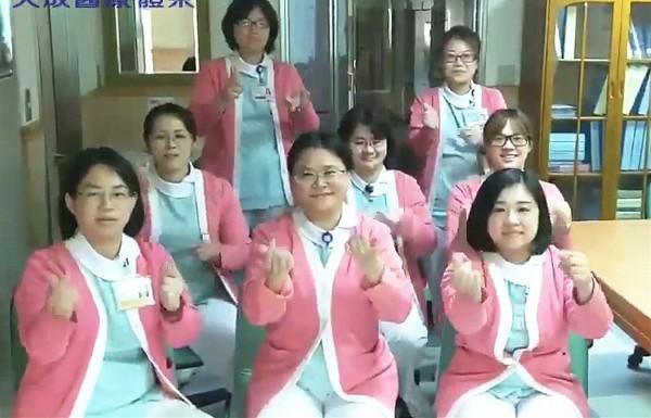 天成醫療體系旗下的中壢天晟醫院、楊梅天成醫院接力拍攝抖音舞。(記者李容萍翻攝)
