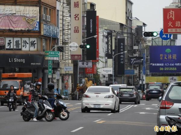 南市爭取中央前瞻計畫,獲得補助15億元提升道路品質。(資料照,記者洪瑞琴攝)
