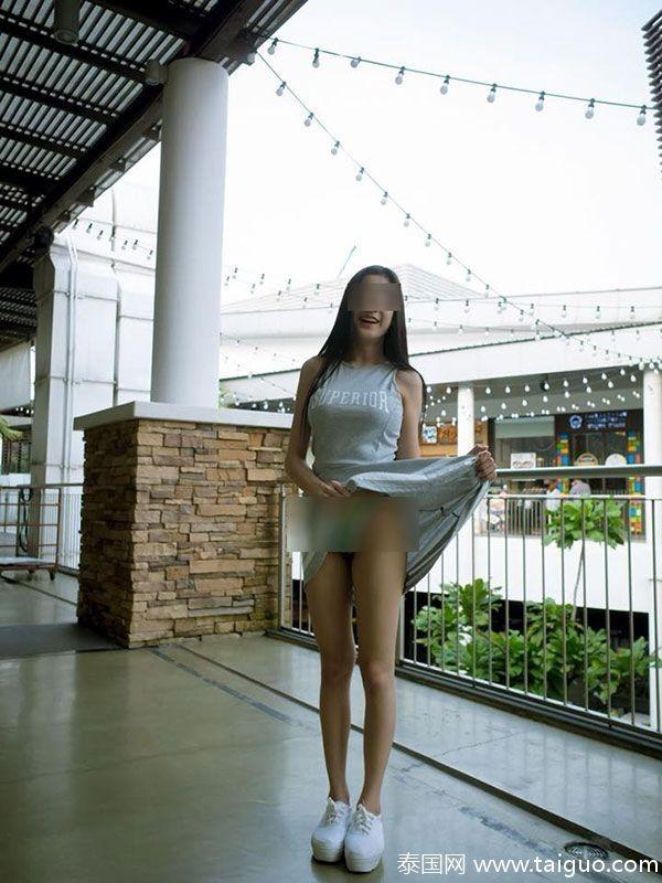 這名少女曾在不同地方做過類似的事情,同樣被用來取景的包含咖啡店及某家麥當勞。(圖擷取自泰國網)