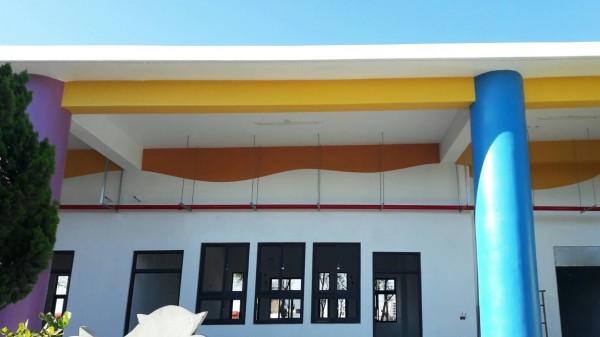 馬公市中山國小建物,因應少子化趨勢採取一層樓建築。(澎湖縣政府提供)