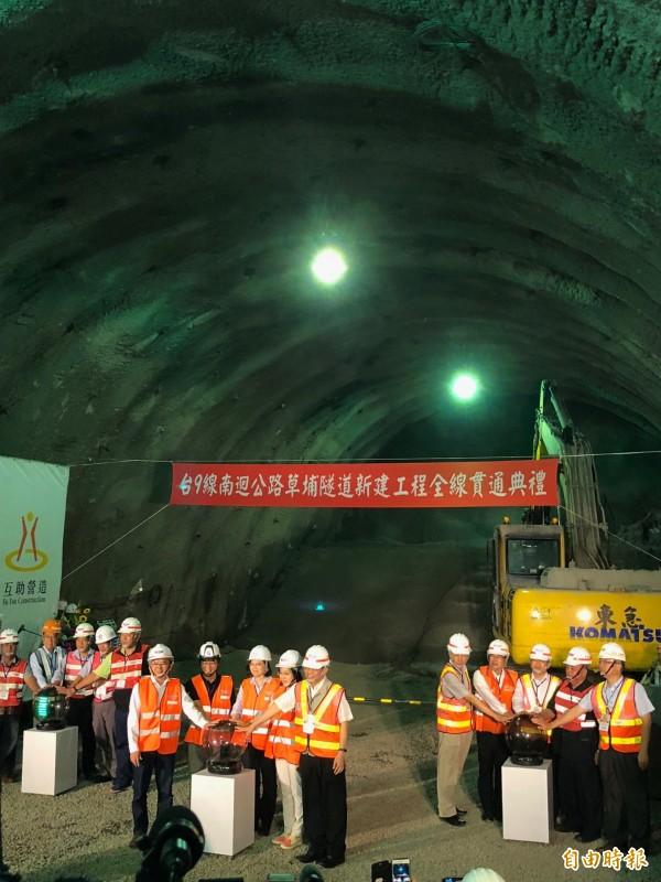 蔡英文總統今日上午出席台9線南迴公路草埔隧道全線貫通典禮。(記者蘇永耀攝)