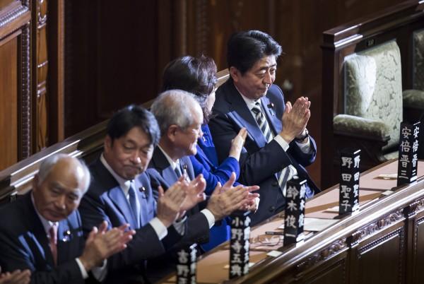 日本眾院昨日憑著執政黨的多數優勢,表決通過不含美國在內的「跨太平洋夥伴全面進展協定」批准案。(彭博)