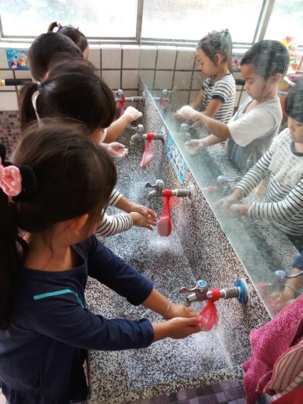 預防腸病毒最好的方法是正確勤洗手。(圖由衛生局提供)