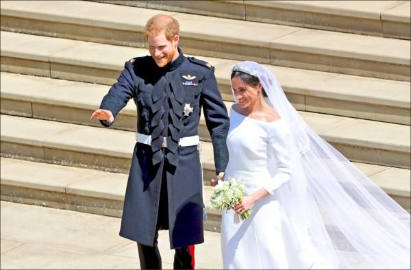 儘管梅根的婚紗獲得一致好評,梅根略顯凌亂的頭髮卻被認為是婚禮美中不足的部份。(法新社)