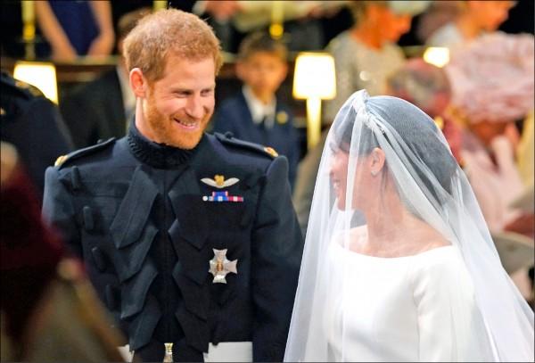 英國哈利王子與美國女星梅根是因盲目約會而一見鍾情,愛情終在十九日開花結果。(美聯社)