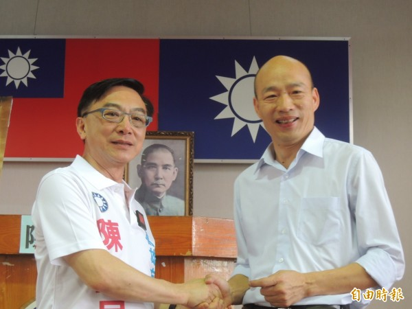 立委陳宜民(左)感謝支持者與團隊,並祝福韓國瑜(資料照)