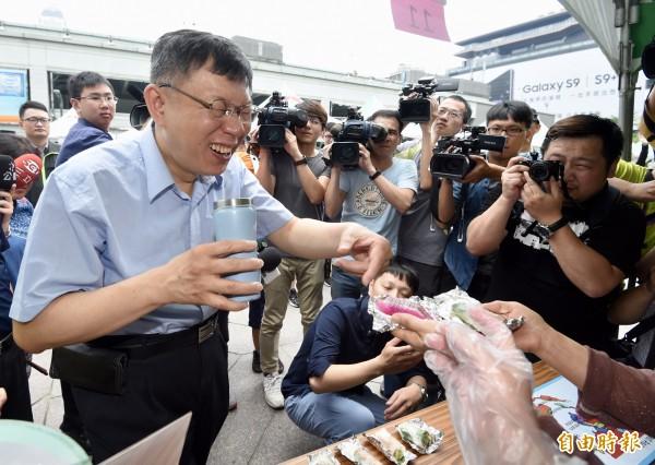 許純美放話選北市,並稱有300億資產不會貪汙。台北市長柯文哲今笑稱,他家沒錢也不會貪汙。(資料照)