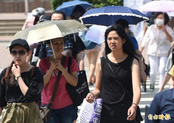 小高壓盤據在台灣上空,除了帶來炎熱天氣外,也壓抑對流發展,恐讓鋒面帶來的降雨不如預期。(資料照)