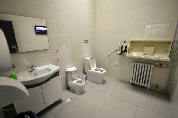中國四川內江市推出共享廁所,讓政府機關開放廁所給民眾使用。中國公廁示意圖。(法新社)