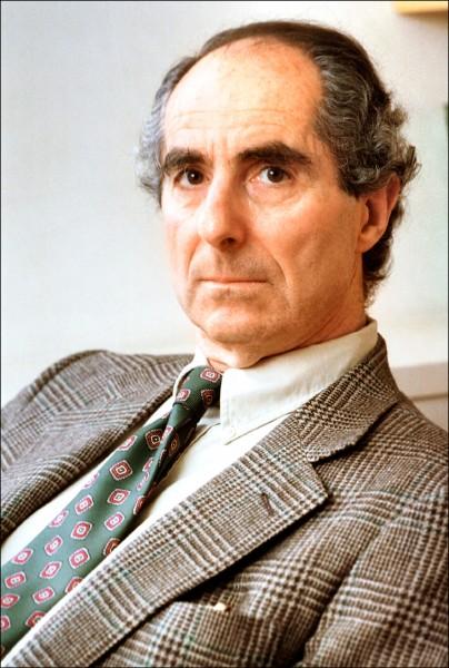美國猶太裔小說家羅斯因慢性心臟衰竭病逝於醫院,享壽八十五歲。(美聯社檔案照)