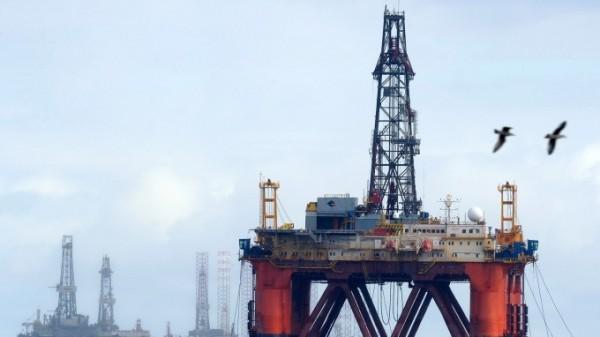 國際油價持續飆漲,原油價格日前再度飆上每桶80美元。(法新社)