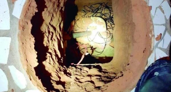 囚犯在牢房的馬桶下挖了一條70公尺的地道,而且僅差幾公尺就能「重獲自由」,不料他卻因缺氧而死(圖擷取自英國都市報)