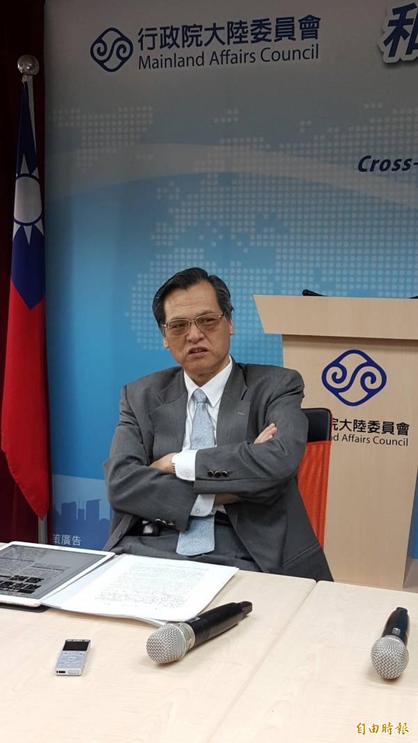 陸委會主委陳明通表示,過去我方鼓勵兩岸交流,如今已經「變了味道」,「一邊交流、一邊打我,難道要我吞下去?」(記者施曉光攝)