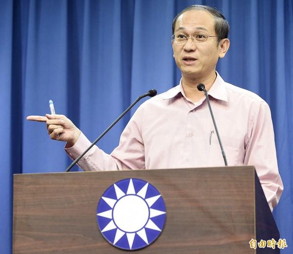 國民黨副主委唐德明說,陸委在台布斷交這個節骨眼宣布嚴審中國人士來台,根本是「隨便亂抓藥方」,陸委會主委陳明通猛表忠,但本質事務都是「空」。(資料照)