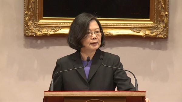 蔡英文總統質疑在野黨容忍中國對台灣的打壓,卻嚴苛批評執政黨。(記者李欣芳翻攝)