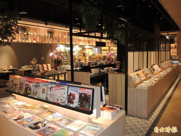 樹林區首座大型書店「小書房」有五星級書店的氛圍。(記者翁聿煌攝)
