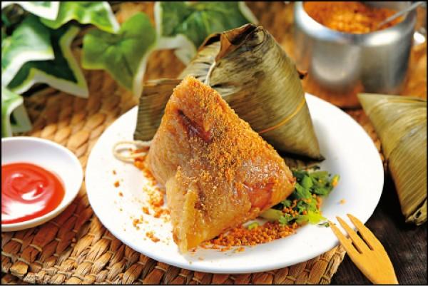 招牌大肉粽/65元(顆),一品肉粽的招牌大肉粽除了包進梅花肉、花生、香菇,更多了蓮子增添口感。(記者李惠洲/攝影)