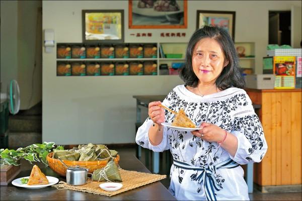 筆名沈靜,知名當代作家,現為東海大學中文系教授。記憶中最美好的「粽」味就是小祖母包的粽子,是無可取代的滋味。(記者李惠洲/攝影)