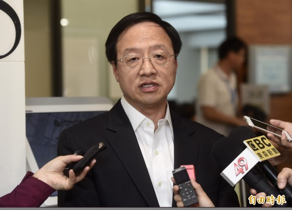 前行政院長江宜樺今天受訪時說,大陸迫使台灣邦交國斷交、強迫國際航空公司更改台灣代稱是傷害台灣人民感情。(資料照)