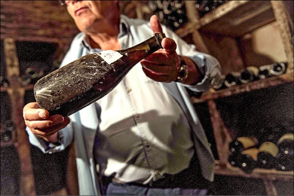 法國1774年份菊哈(Jura)區白葡萄酒。(法新社檔案照)